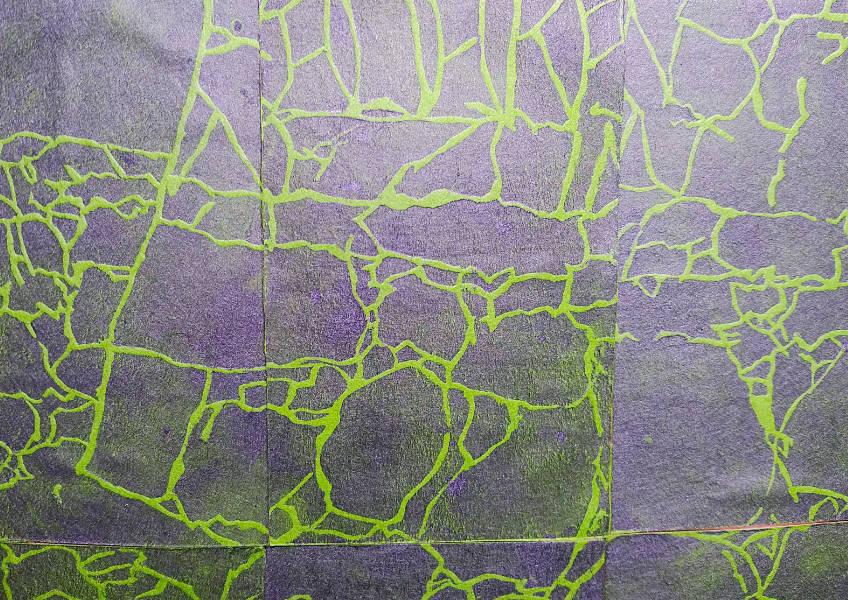 緑と黒の石積む