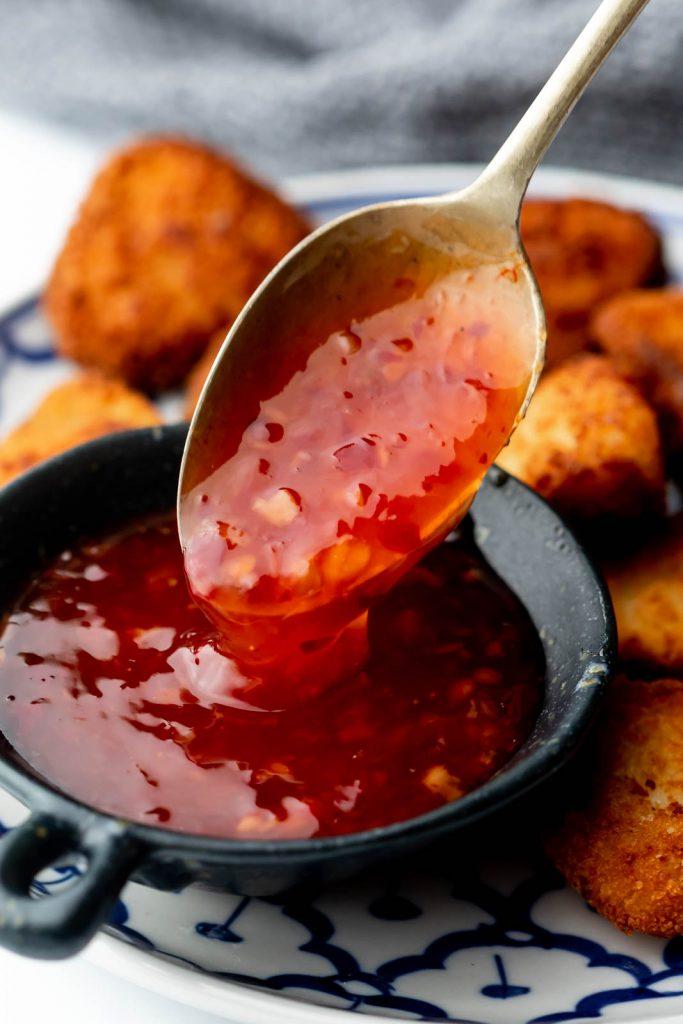 Sweet Chili Sos Tarifi - Kan kırmızısı ve cam gibi şeffaflığı, ardından hoş bir tatlılık ve dipten vuran dengeli bir acılık