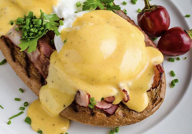 Hollandaise Sauce Recipe - Hollandaise Sauce on Eggs Benedict