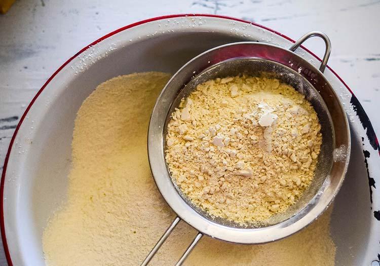 Siyez Unu Ekmeği Tarifi - Siyez buğdayı ununun rengi mısır ununa benzer