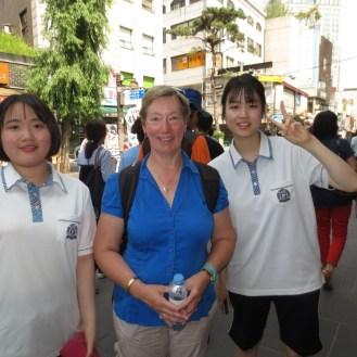 Two students who wanted to practice their English asked me some questions about how I liked Seoul