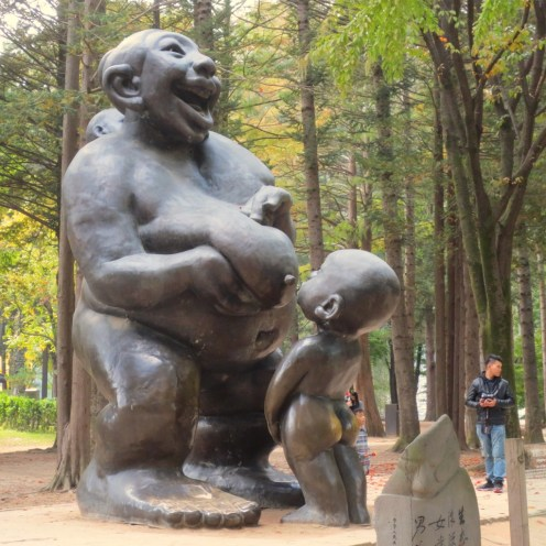 Statue symbolizes the two rivers of China