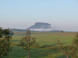 Fuß des Lilienstein im Nebel