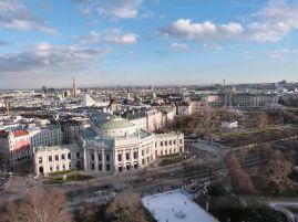 Blick auf das Burgtheater, im Hintergrund der Stephansdom
