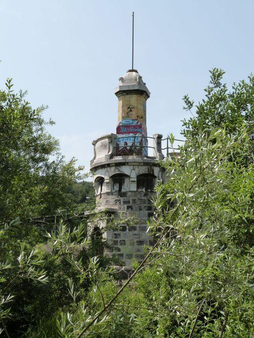 Turmgeschmücktes Endbauwerk der Rückhaltebecken