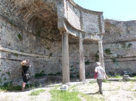 Exedra im Heiligtum