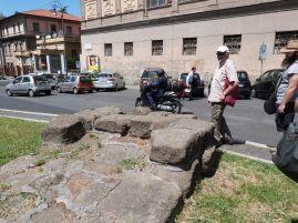 Reste der Servianischen Mauer am Largo Susanna