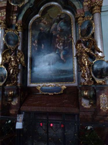 Grab des Heiligen Rupert mit Sarkophag in der Stiftskirche