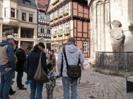 Mit einer Stadtführung zum Roland (15. Jh.) vor dem Rathaus