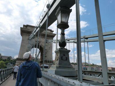 Über die Kettenbrücke zur Budaer Burg