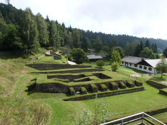 Fundamente des riesigen Tempels am Magdalensberg