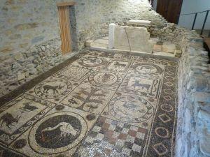 Mosaik des Ursus in der Friedhofskirche von Teurnia