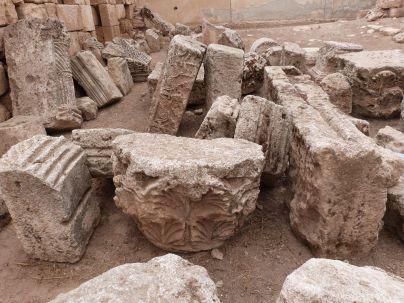 Haufenweise Bauornamentik in Qastal