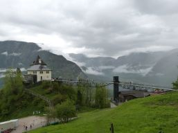 Im Rudolfsturm hatte einst der Bergmeister seinen Amts- und Wohnsitz, heute ist es Restaurant mit Aussichtsbrücke