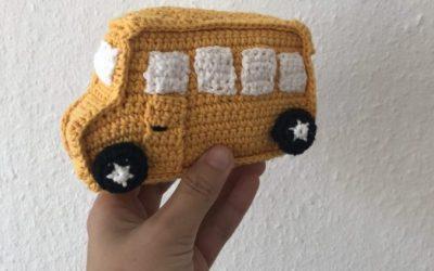 Hæklet bus til sangkuffert