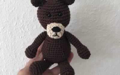 Hæklet bjørn til sangkuffert