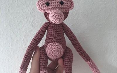 Hæklet abe i lyserød