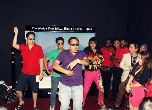 Ariff Shah menari