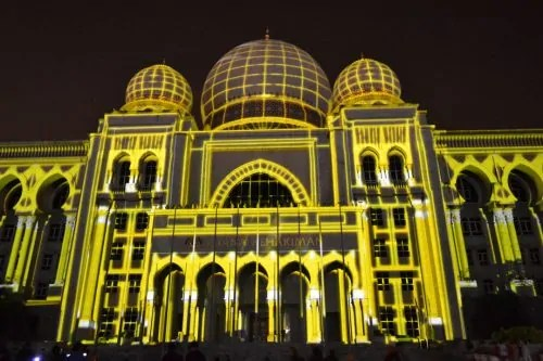 LAMPU Light Of Motion Putrajaya 2014-kuning tron