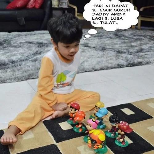 Khair dengan mainan BoBoiBoy
