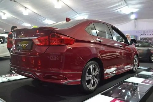 Sideview Honda City 2015