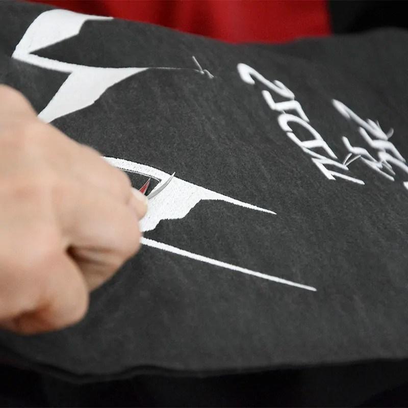 Przygotowanie haftu na bluzie