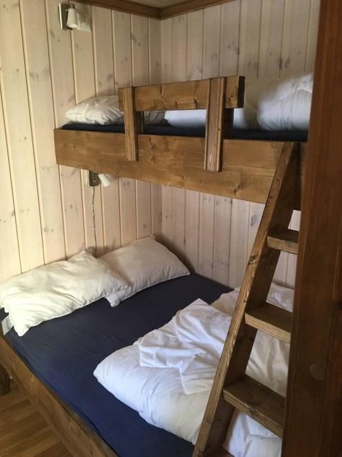 Bilde av seng i hytte 1 Haglebu Turistheim