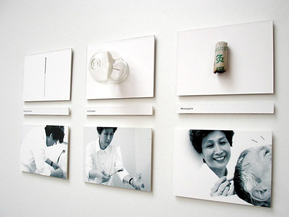 """Begleitpräsentation zum Erklärfilm """"Praxis Wang"""". Instrumente der Akupuntur: (von links) Akupunkturnadel, Schröpfglas und Moxazigarre."""
