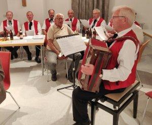 Männerchor Hinterschmiding unter der Leitung von Alois Seidl
