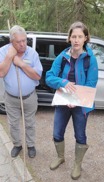 Karl Haberzettl und Melanie Kreutz vom Bund Naturschutz geben eine Einführung zum Projekt in unserem Landkreis Freyung Grafenau