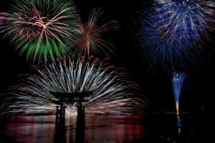 Festival kembang api di Miyajima Hiroshima Jepang