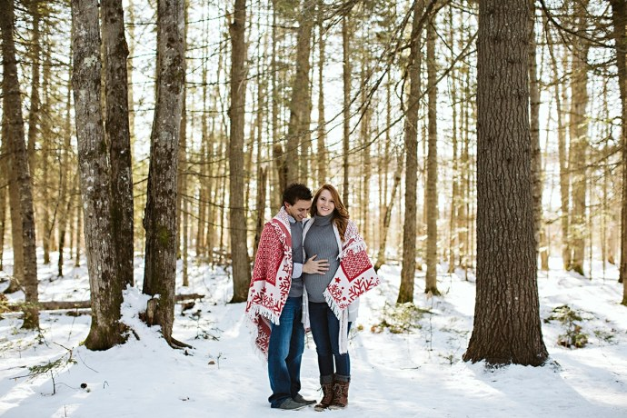 Winter maternity photo in snow