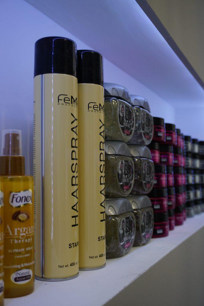 Haarpflegeprodukte, die man in unserem Salon kaufen kann.