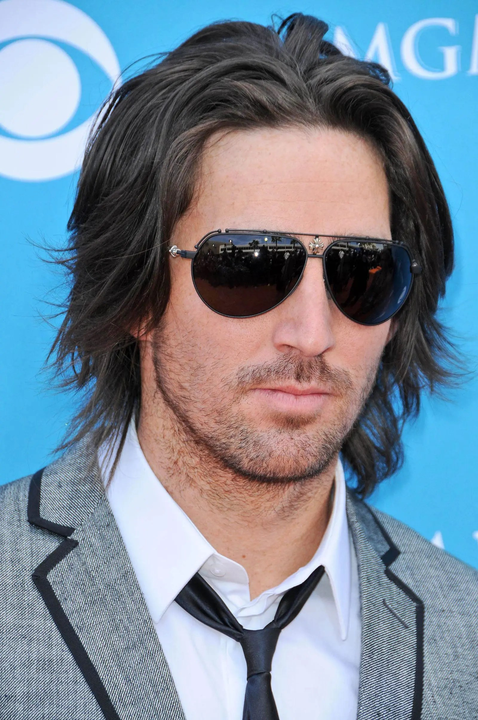 The Classic Flow Hairstyle is Back – Gallery