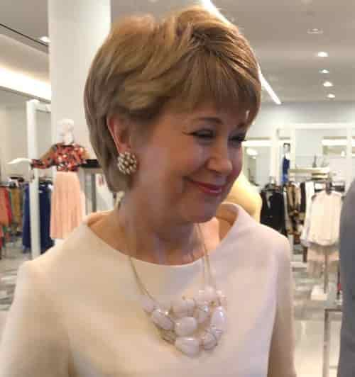 JANE PAULEY HAIRCUT RIGHT VIEW