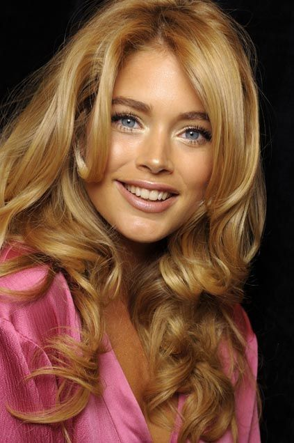 Curling Long Hair With Wand Hair Style And Color For Woman