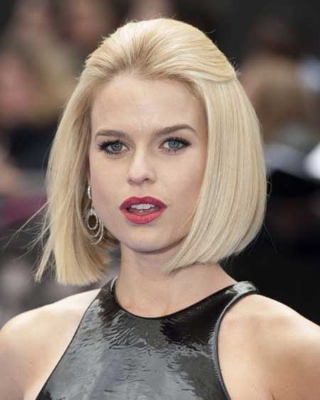 30 Incredibly Pretty Straight Hairstyles