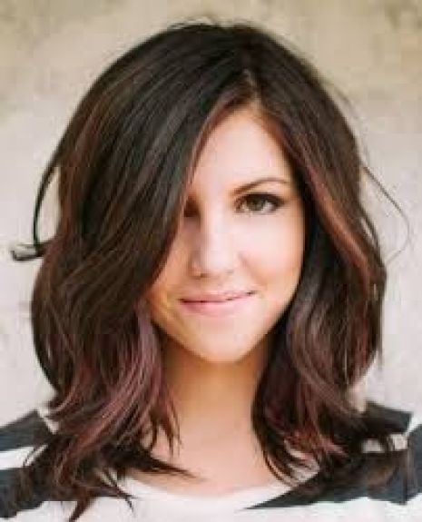 Hairstyles For Round Face Women Side Swept Awesome Highlights