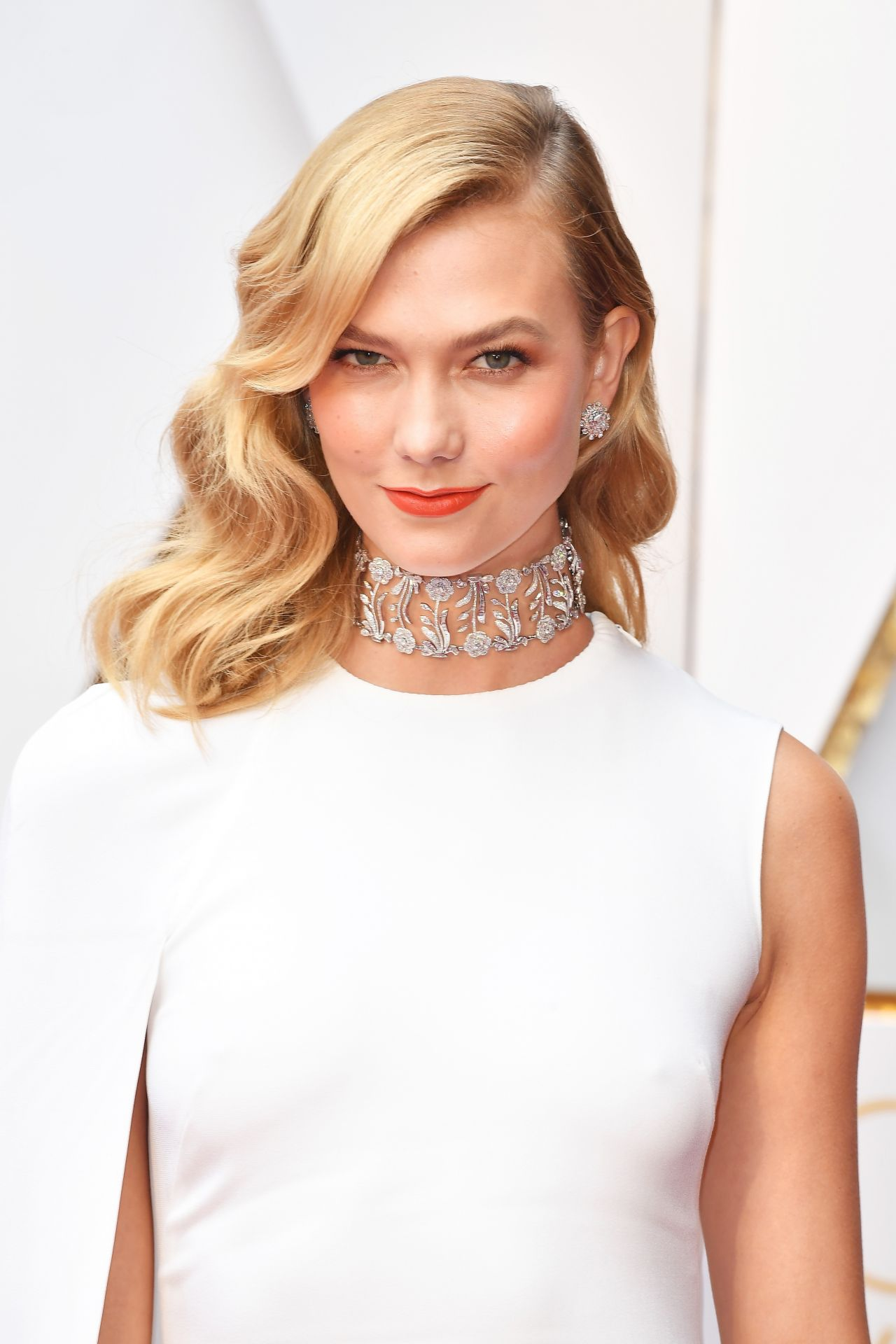 Best Hairstyles From The 2017 Oscars Karlie Kloss