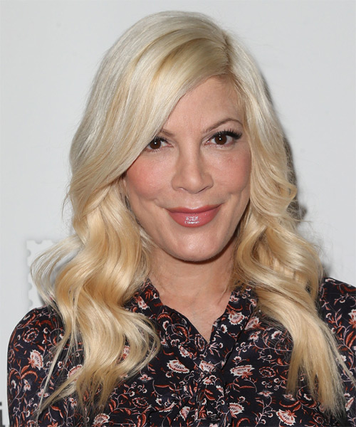 Tori Spelling Hairstyles Hair Cuts And Colors