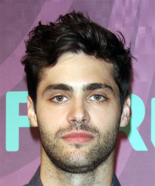 Matthew Daddario Short Wavy Casual Hairstyle Dark