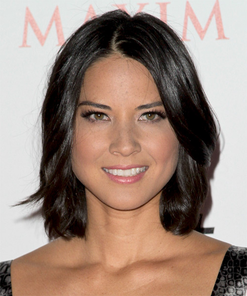 Olivia Munn Medium Wavy Casual Layered Bob Hairstyle