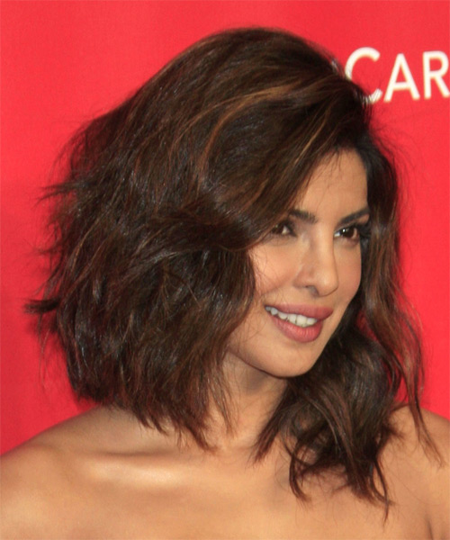 Priyanka Chopra Medium Wavy Casual Hairstyle Brunette