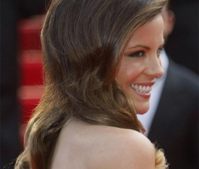 Kate Beckinsale Long Wavy Formal Hairstyle Brunette Hair Color With Light Brunette Highlights Side