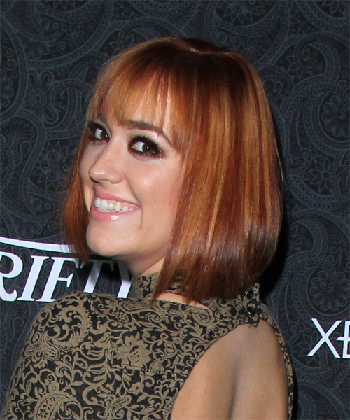 Andrea Bowen Medium Straight Casual Bob Hairstyle With