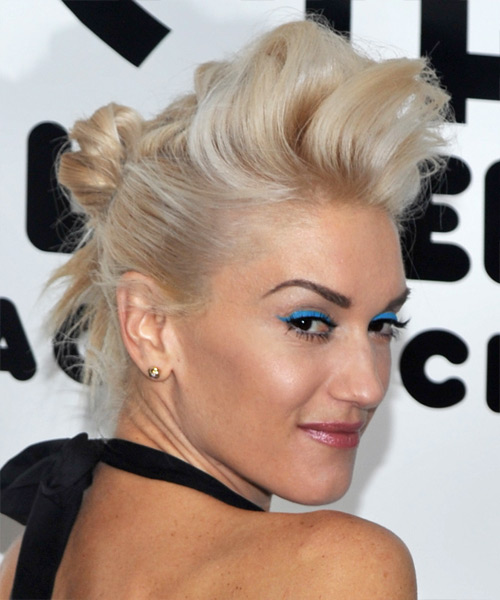 Gwen Stefani Long Straight Alternative Hairstyle Light