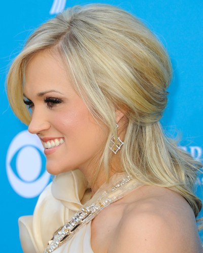 Carrie Underwood perfect half up hairstyle