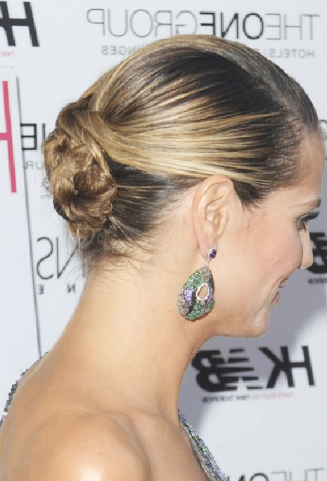 Heidi Klum Chic Low Twisted Bun