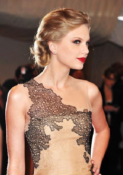 Taylor Swift Chignon Updo Hairstyle