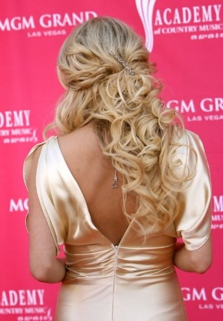 Carrie Underwood Sexy Curly Half Up Half Down Hairstyle